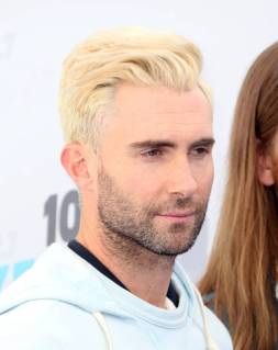 Adam-Levine-blonde-hair-ombre-face-beard