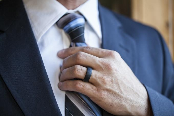 silicone wedding rings are a thing and i promise i don t