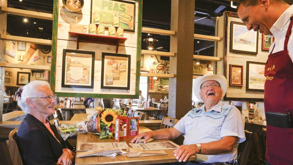 cracker-barrel-couple-today-170829-tease_727a45e7eeca157fec044d20ce436b4c.today-inline-large2x.jpg