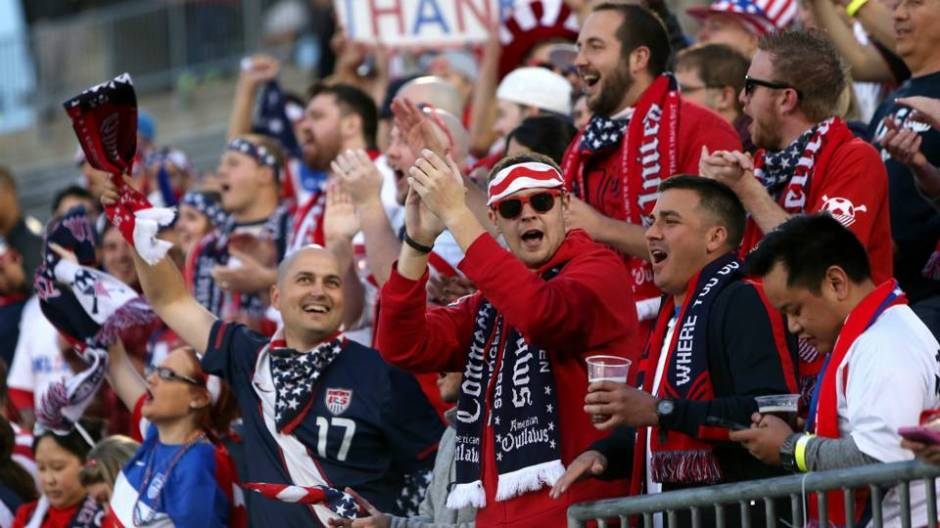american-outlaws-usa-soccer-fans-getty-ftr-111116_sixhdkkw6ub21sr69sbx2e6ty